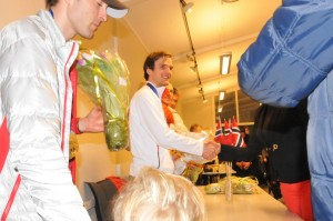 Jørgen Graabak takker for blomster